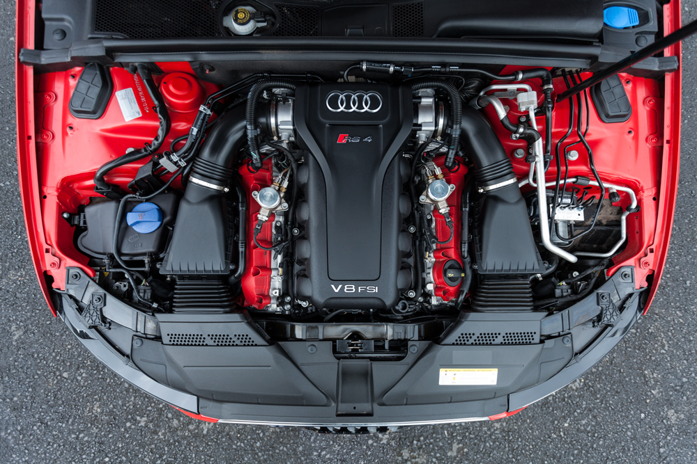 RS4-ENGINE-BAY-ABOVE